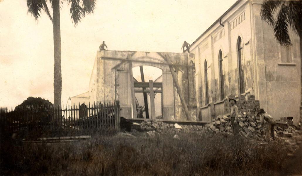 igreja-antiga-e-nova-santa-candida-frente