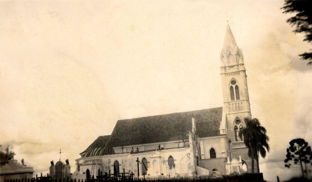 igreja-antiga-e-nova-santa-candida-lateral