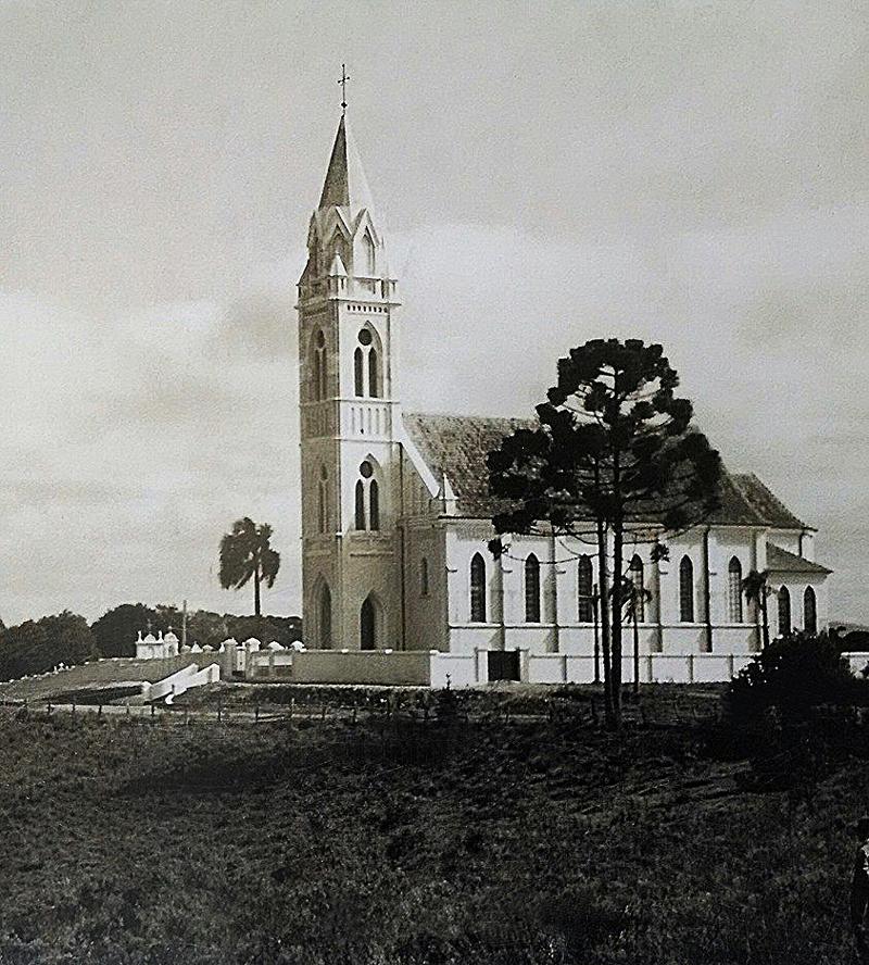1956 – Igreja matriz de Santa Cândida
